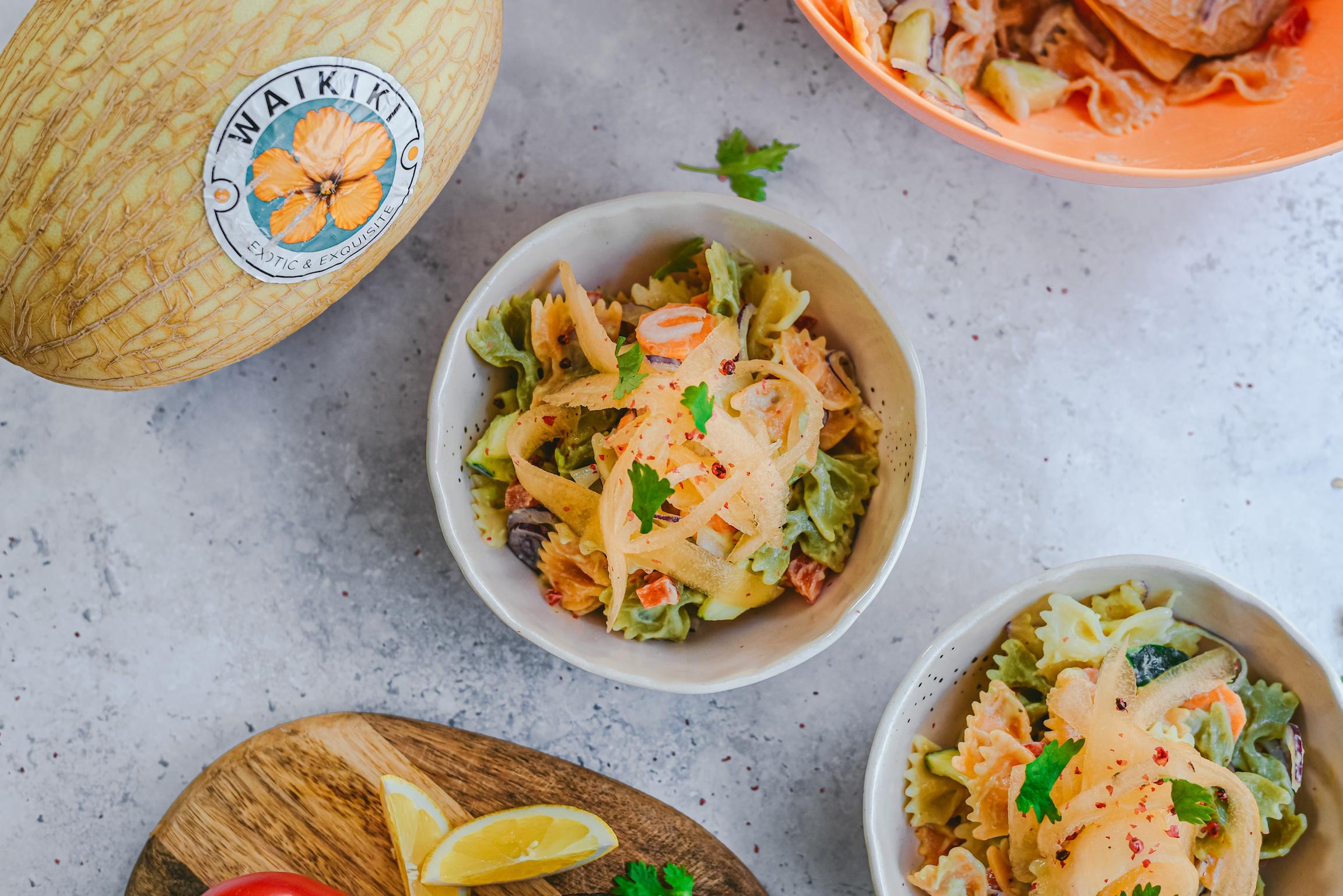 Ensalada de pasta aguacate y noodles de melón Waikiki